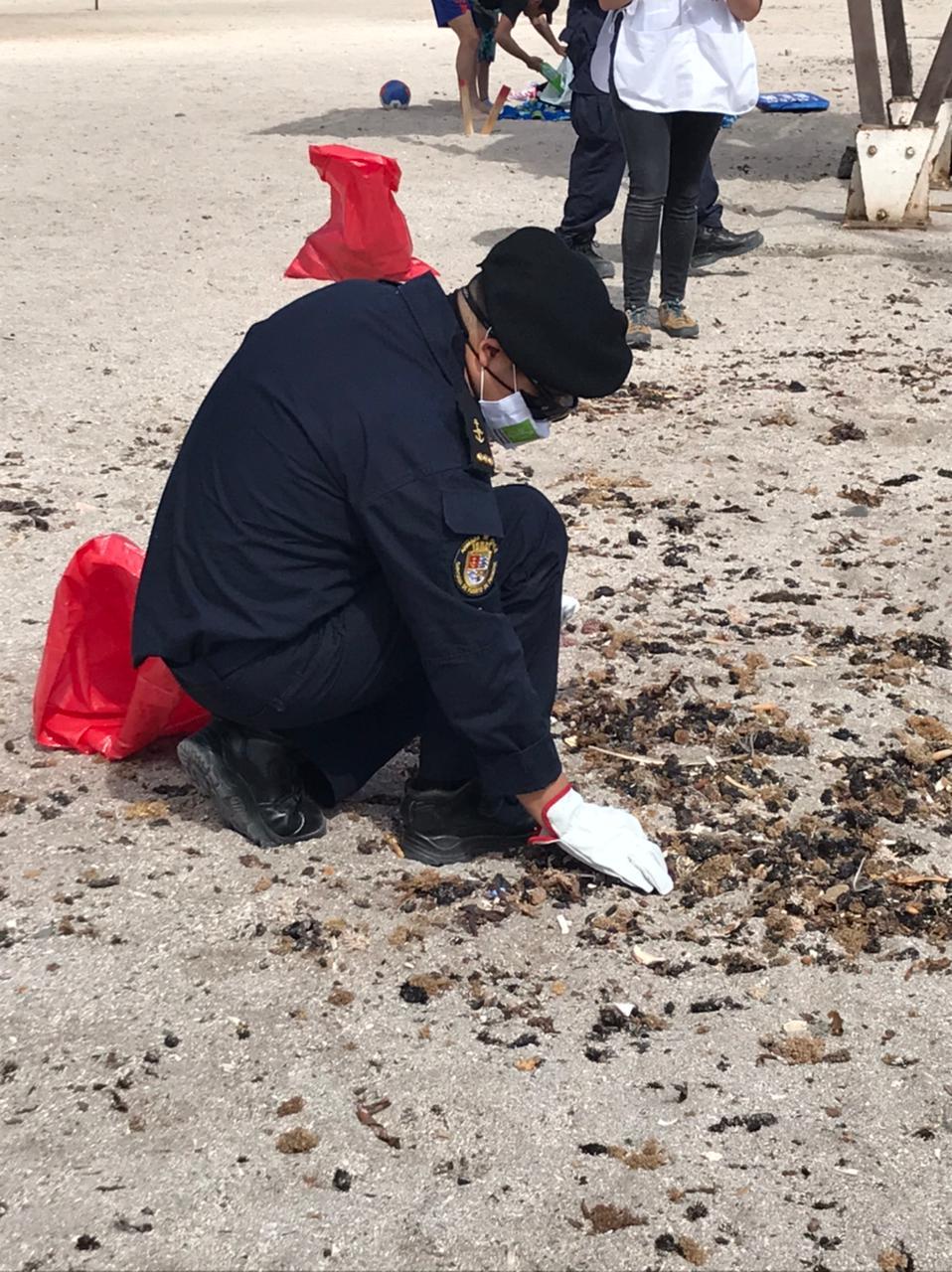 limpieza en la playa de Chanavayita